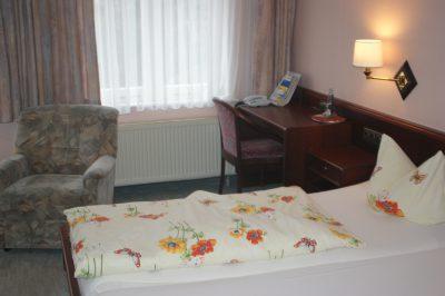 Liebevoll eingereichtere Schlafzimmer im Waldhaus